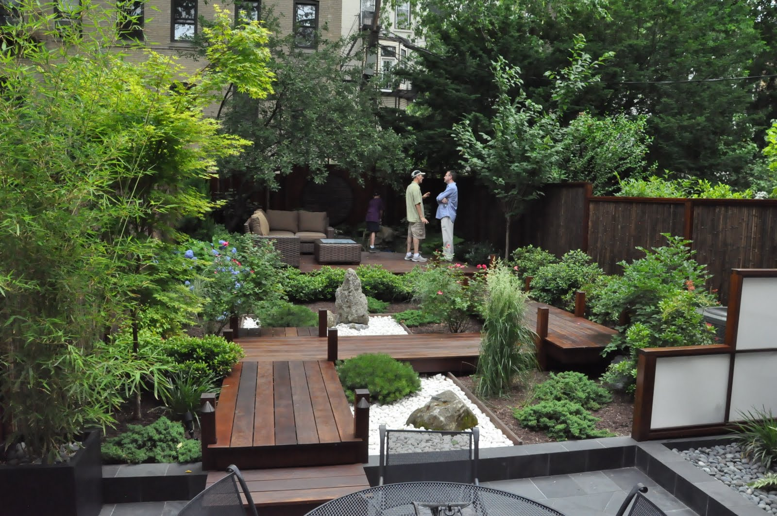 Small backyard japanese garden ideas ztil news for Japanese decking garden